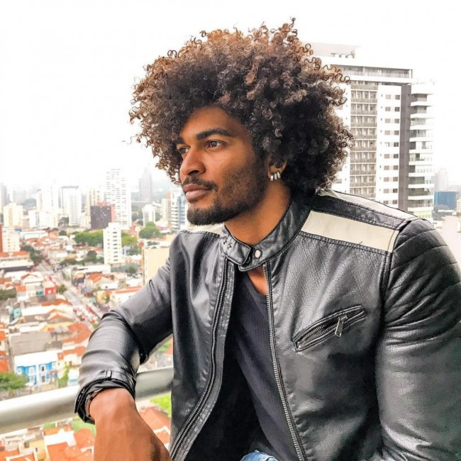 Men's Hairstyles 2020 : Black Men with Curly Hair