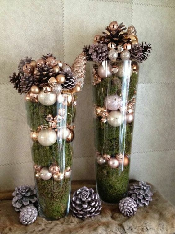 Christmas centrepieces with spheres to decorate the house