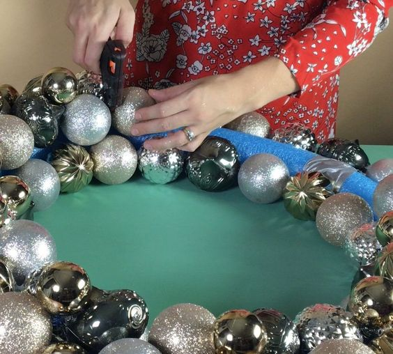 how to make a christmas wreath with a sphere for christmas