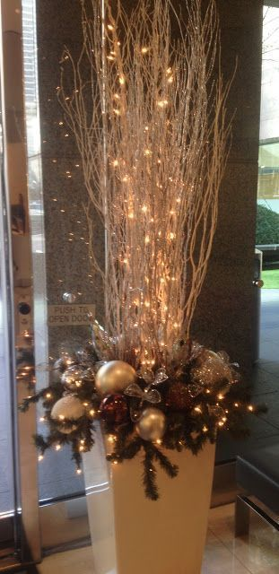 eye-catching ideas to decorate your house with Christmas spheres